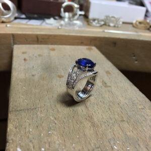 collection femme sur mesure etabli bague or gris 18ct saphir et diamants