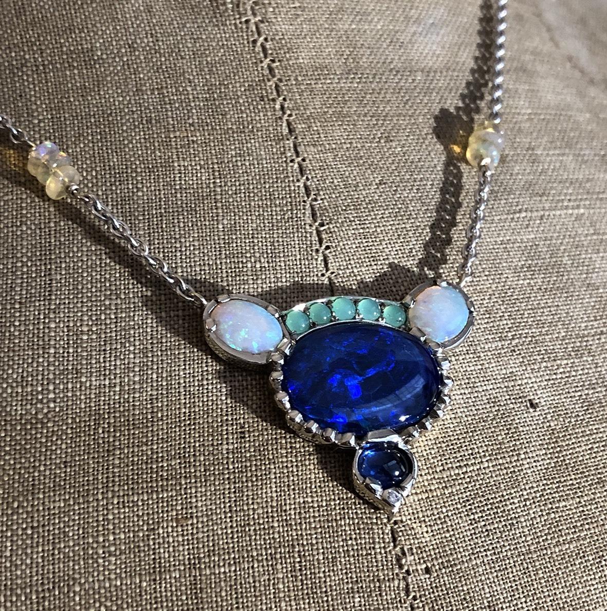 collection femme collier or gris 18ct opales saphir cabochon chaine forçat limée pièce unique pierres appartenant à la cliente sur mesure