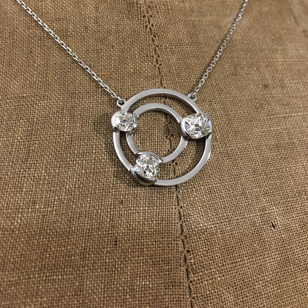 collection femme collier or gris transformation diamants cliente cercles géométrie serti demi clos diamants taille ancienne pièce unique