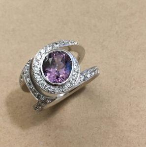 collection femme bague or gris diamants spinelle violet piece unique