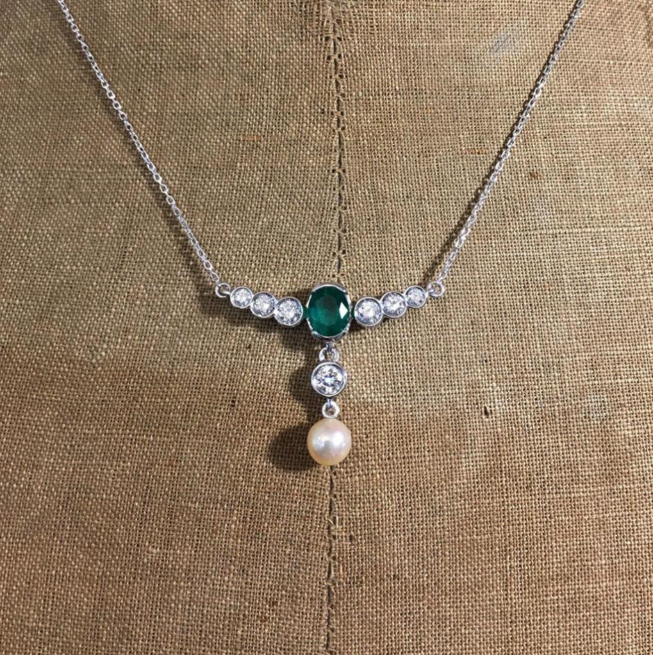 collection femme collier sur mesure emeraude diamants perle akoya piece unique