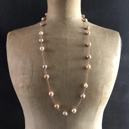 gros plan sautoir perles d'eau douce baroques zircon collection femme piece unique