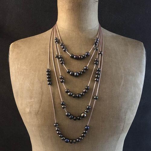 Collection éphémère sautoir 4 rangs soie perles d'eau douce grise fermoir argent