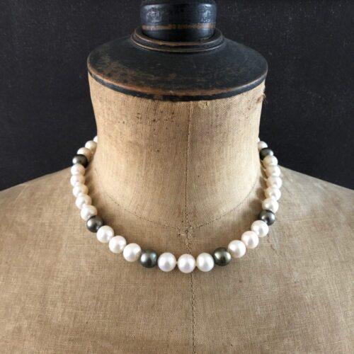 Collier perle eau douce et Tahiti 10-10,5 sur buste collection pièce unique