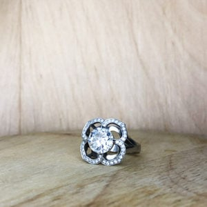 bague or gris collection sur mesure diamant taille ancienne entourage diamants